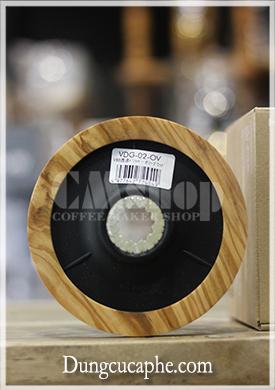 Ảnh chụp mặt dưới của phễu hario v60 dripper olive wood 02