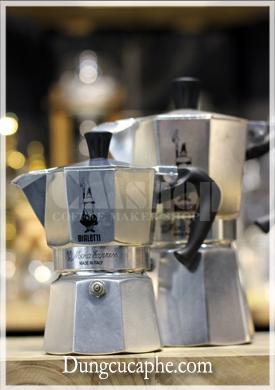 Ấm pha cà phê Moka Pot Express 3 cup nhỏ bé hơn Moka Express 6 cup - đơn giản vì thể tích 2 ấm gấp đôi nhau 150 ml vs 300ml