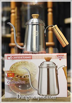 Ấm rót cà phê cán gỗ Tiamo HA1653 - 700ml