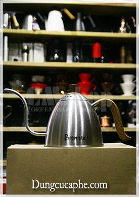 Ấm rót drip coffee chuyên dụng Brewista vòi cổ ngỗng 700ml màu thép.