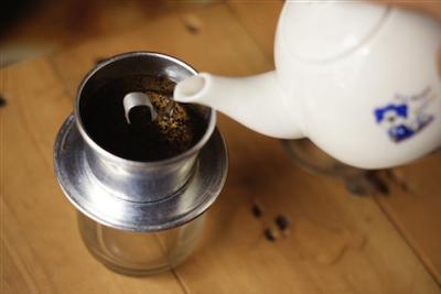 Cách pha cà phê phin truyền thống 3