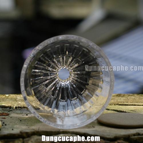 Bên trong lòng phễu lọc Timemore Crystal Eye Size 2