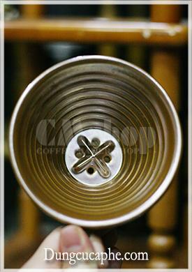 Bên trong phễu lọc Brewista Porcelain 1-4cups