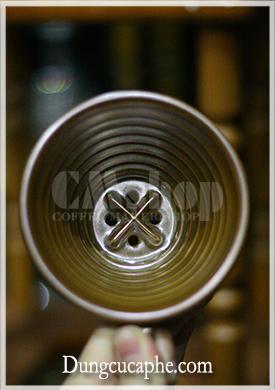 Bên trong phễu lọc cà phê Brewista Porcelain 1-2cups màu mạ đồng