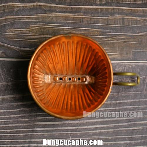 Bên trong phễu lọc cà phê thủ công cổ điển đồng đỏ Hammer 101