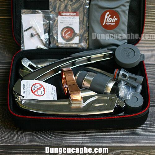 Bên trong vali Flair Pro 2 có thể xếp gọn dụng cụ và các phụ kiện rất gọn