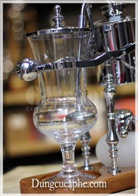 Bình thủy tinh chứa cà phê bột