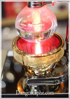 Bếp sử dụng đèn hồng ngoại, điện 110v hoặc 220v đều được