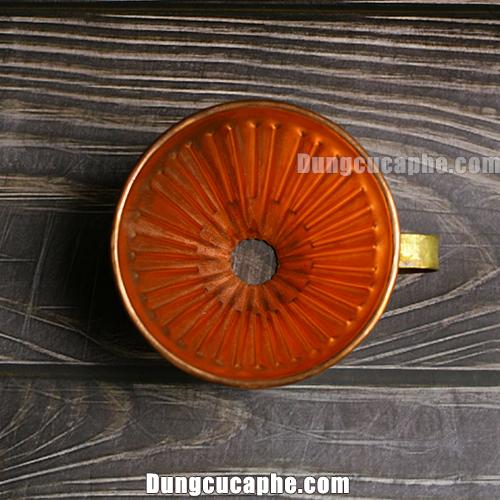 Các đường gân bên trong phễu lọc cà phê đồng đỏ 01 Hammer V60