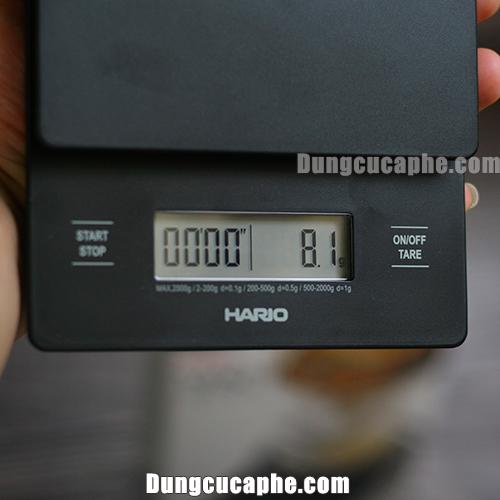 Cân điện tử Hario với 2 nút ấn siêu đơn giản