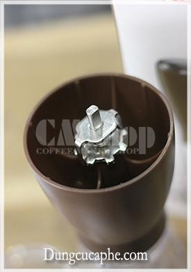 Chỉnh cỡ xay cà phê tại đỉnh trục