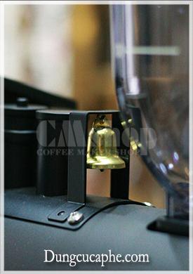 Chiếc chuông nhỏ kêu leng keng mỗi lần xay cà phê bằng đầu tàu hỏa Carita Kalita Sl Mill