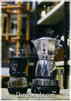 Combo dụng cụ pha chế gồm ấm Brikka 4 cup và máy xay tay cà phê Skerton Plus