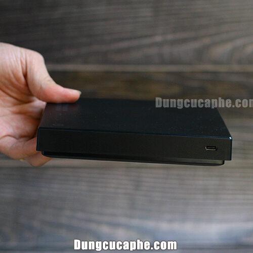 Góc bên lỗ cắm sạc pin cân điện tử Timemore Mirror Black