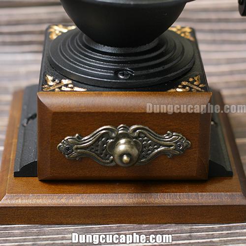 Họa tiết trang trí đẹp trên máy xay tay cà phê BE8701-1