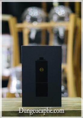 Hộp đựng màu đen huyền bí của bộ cối nghiền cà phê tay Timemore