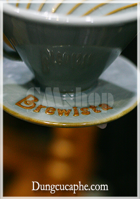 Logo Brewista được vẽ trên chiếc phễu lọc