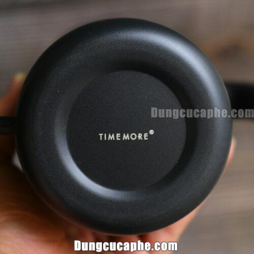 Logo Timemore được in ngay dưới đáy ấm