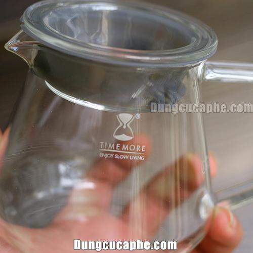 Logo Timemore được in trên thân bình đựng cà phê