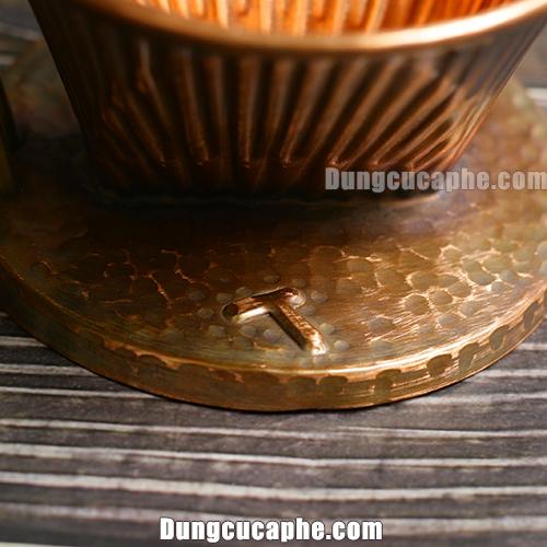 Logo hình chiếc búa của phễu lọc cafe Hammer