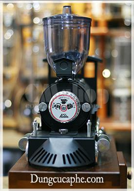 Mặt trước của máy xay cà phê cổ điện Kalita tuyệt đẹp