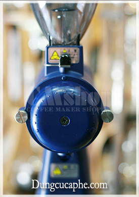 Núm điều chỉnh của máy xay Kalita với 15 cấp độ phù hợp với nhiều phương pháp pha khác nhau