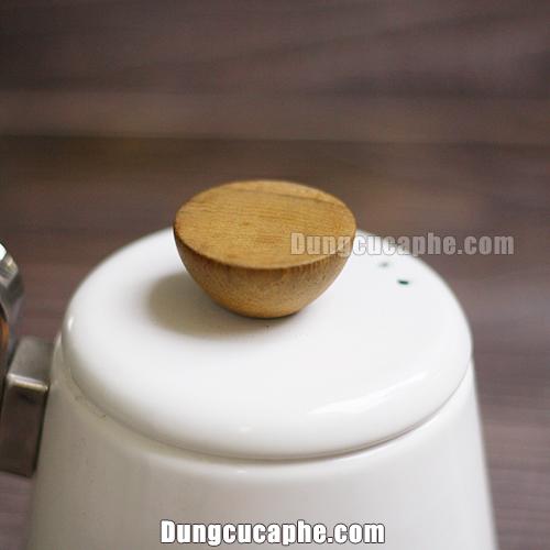 Núm gỗ Olive trên ấm rót cà phê và trà Hario Bona trắng