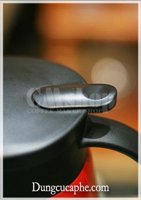 Nút bấm mở rót của bình đựng kim loại hai lớp cách nhiệt Hario