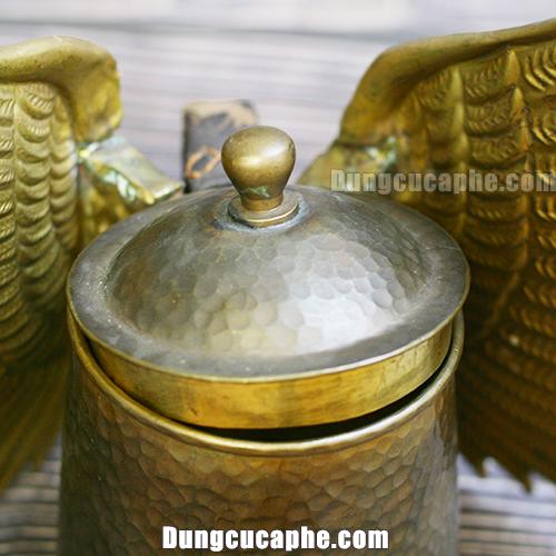 Nắp đậy của ấm rót cafe Pour Over đồng thau đến từ thương hiệu Hammer