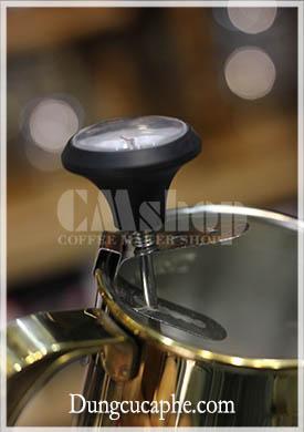 Nhiệt kế được thiết kể để có thể cài vào tất cả thành cốc, ấm đun rót