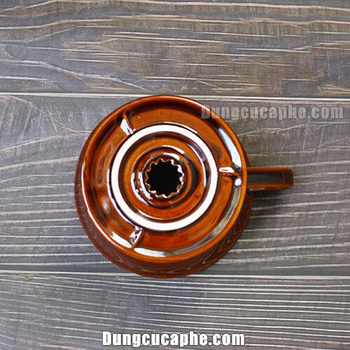 Phần đáy của phễu lọc cà phê Tiamo nâu 02