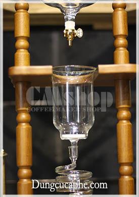 Phần thủy tinh chứa cà phê trong tháp Cold Drip