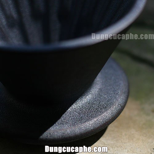 Phễu lọc Ceramic Timemore dưới ánh nắng mặt trời