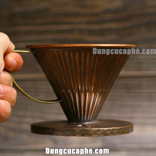 Phễu lọc cà phê Drip 02 đồng đỏ của Hammer được làm từ đồng nguyên chất có trọng lượng khá nặng