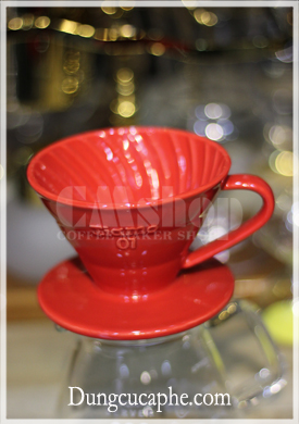 Phễu lọc cà phê bằng sứ đỏ Tiamo v60 01