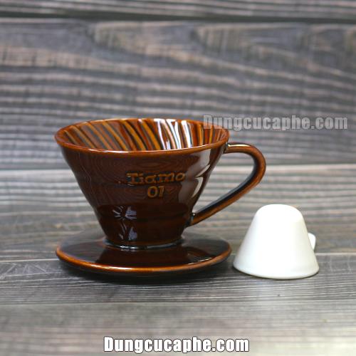 Phễu lọc cà phê bằng sứ Tiamo màu nâu 01