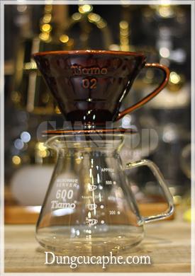 Phễu pha cà phê Tiamo V60 sứ nâu 02 và bình đựng Tiamo