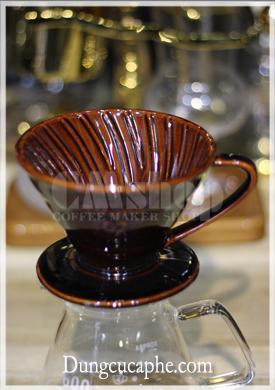 Phễu pha cà phê Tiamo V60 sứ nâu 02 với rãnh gân nổi bên trong