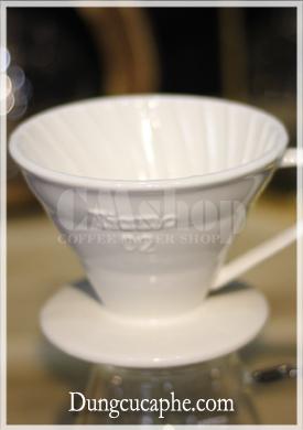 Phễu pha cà phê bằng sứ Tiamo 02