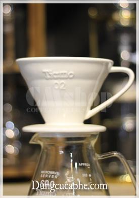 Phễu pha cà phê bằng sứ Tiamo V60 size 02