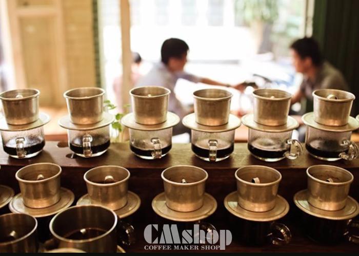Pha cà phê phin tại chỗ luôn đem đến sự thích thú cho khách hàng
