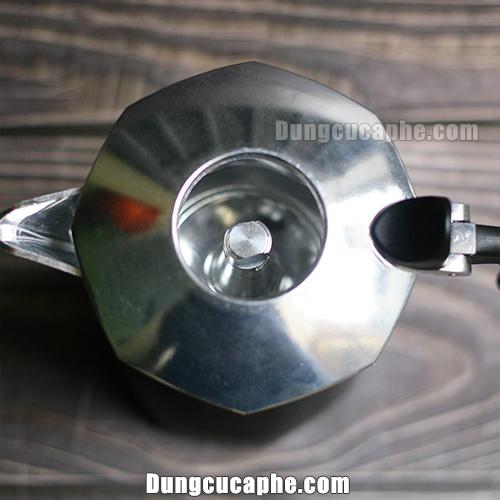 Phần nắp trên Brikka 4 cup để hở giúp không khí dễ lưu thông