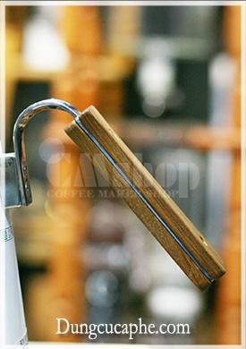 Tay cầm bằng gỗ của Ấm rót Hario V60 Bona Coffee Drip Kettle Trắng 1400ml BDK-80