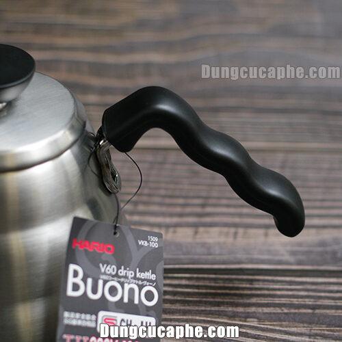 Tay cầm của ấm rót Hario Buono 1L được bọc nhựa cách nhiệt cực tốt