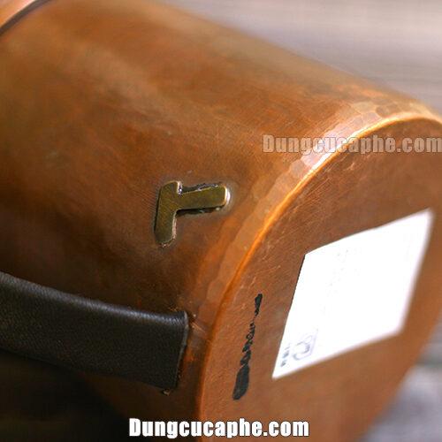Thương hiệu búa Hammer được dập nổi trên thân ấm