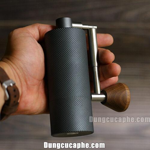 Trên tay là dòng máy xay tay cà phê nhỏ nhất Timemore Nano