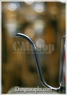 Vòi rót của ấm pour over với đường kính 0.8mm cực kì phù hợp cho người mới bắt đầu