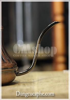 Vòi rót dài và mềm giúp kiểm soát dòng chảy tốt hơn khi drip