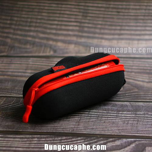 Vỏ bọc bên ngoài bắt mắt kết hợp giữa màu đỏ và đen Wacaco Nanopress