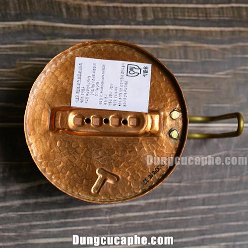 phần đáy được dán tem xuất xứ và nơi sản xuất phễu lọc Hammer 101 Copper